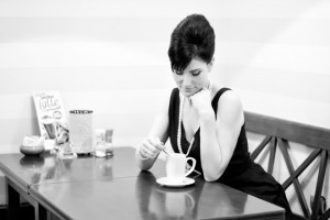 """""""Śniadanie u Tiffany'ego""""; modelka: Paulina; make-up i stylizacja: moje; fryzjer: wybrany przez modelkę asystowała: Grażyna P."""