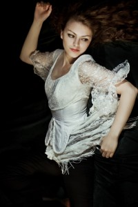 """""""Twilight"""": modelka: Emilia Klimczak; make-up i stylizacja: moje; asystowała: Natalia Skrzynecka"""