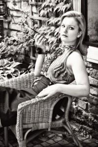 """""""Parisienne""""; modelka: Gosia; make-up i stylizacja: moje; asystowała: Natalia Skrzynecka"""